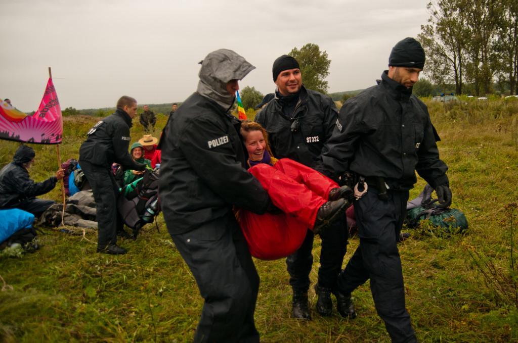 Räumung der Besetzung, Foto: Jens Volle / Gewaltfreie Aktion GÜZ abschaffen