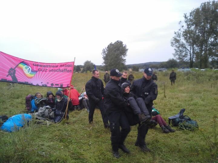 Räumung, Foto: Jens Volle / Gewaltfreie Aktion GÜZ abschaffen